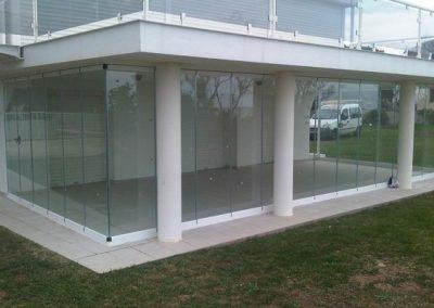 Cortina-de-vidrio-sin-perfiles-en-Aluvent-564x423